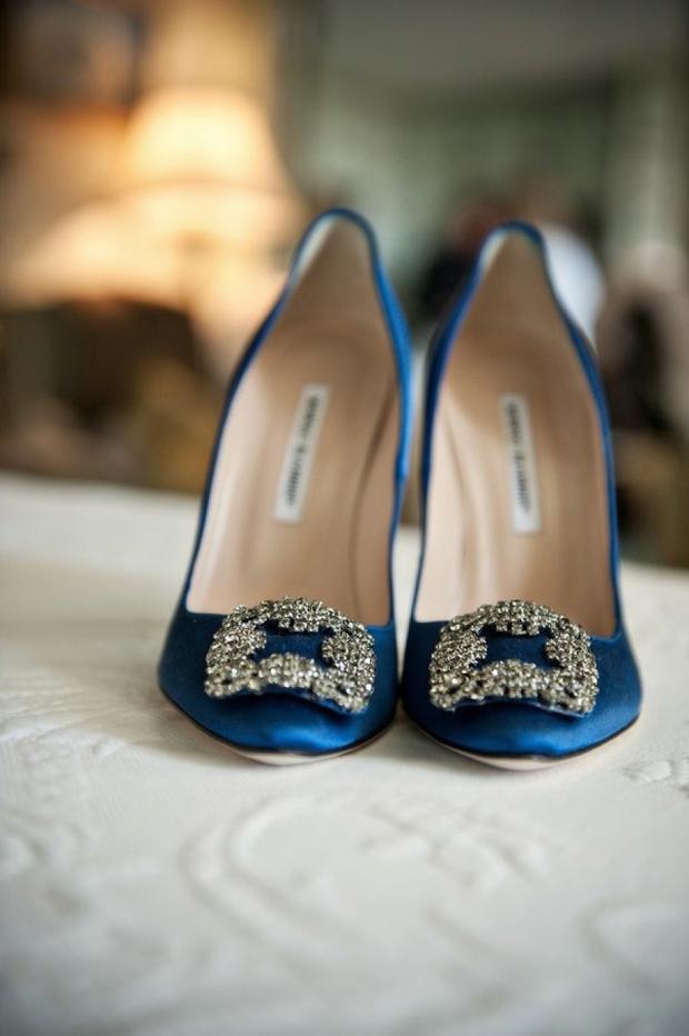 blue-manolo-blahnik-wedding-shoes