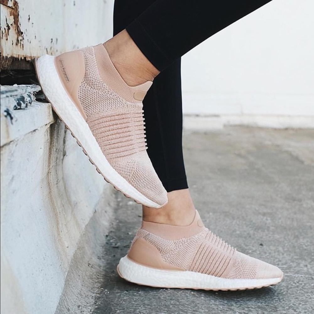 網購Nike、Adidias櫻花色大熱波鞋系列低至4折+直運香港/澳門