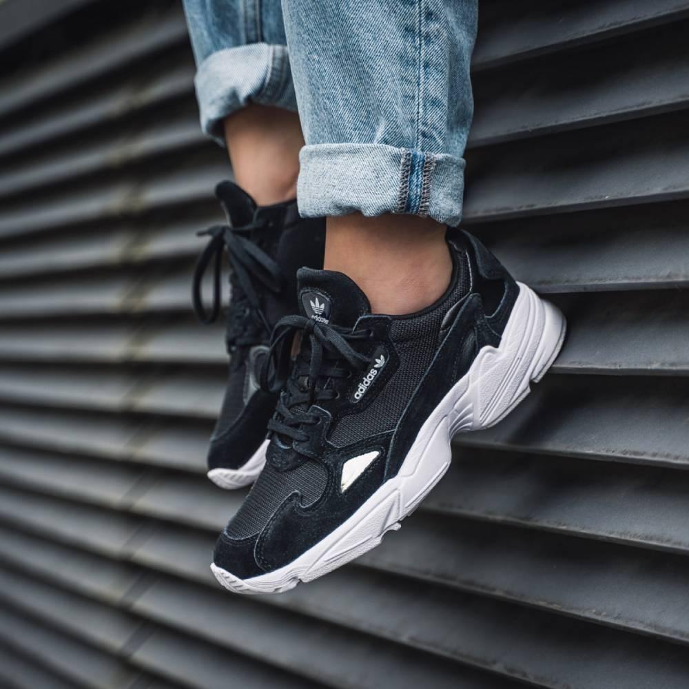 網購Adidas 鞋款低至38折+免費直送到香港/澳門
