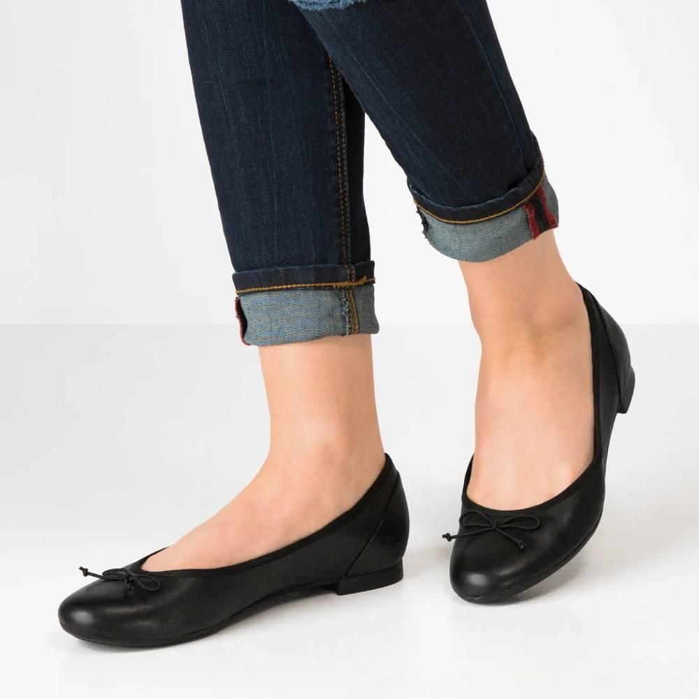 網購Clarks鞋款75折+免費直運香港/澳門